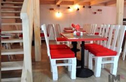 Krzesła z palet w LoveKrove